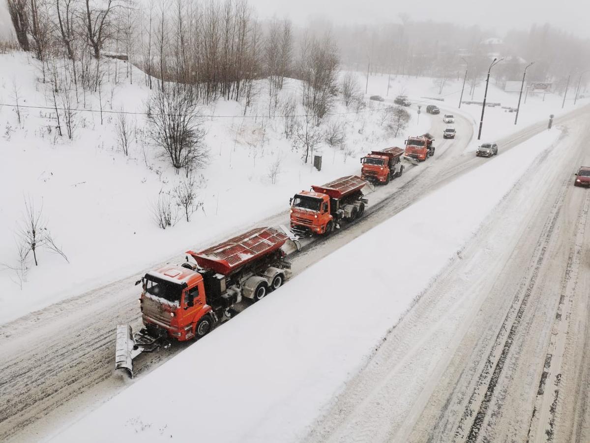Более 400 машин убирают снег с улиц Нижнего Новгорода - фото 1