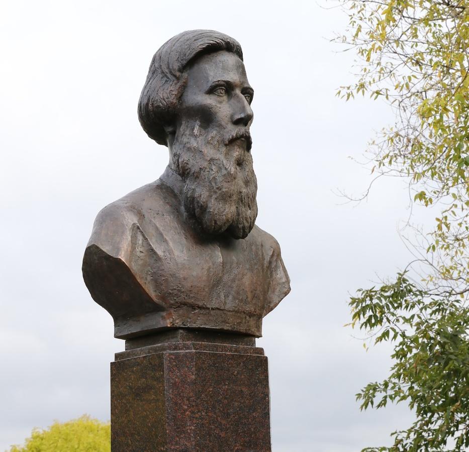Памятник Владимиру Далю открыли в Нижнем Новгороде - фото 1