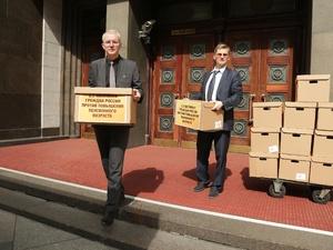 Подписи 2,5 млн россиян против повышения пенсионного возраста рассмотрят в Госдуме