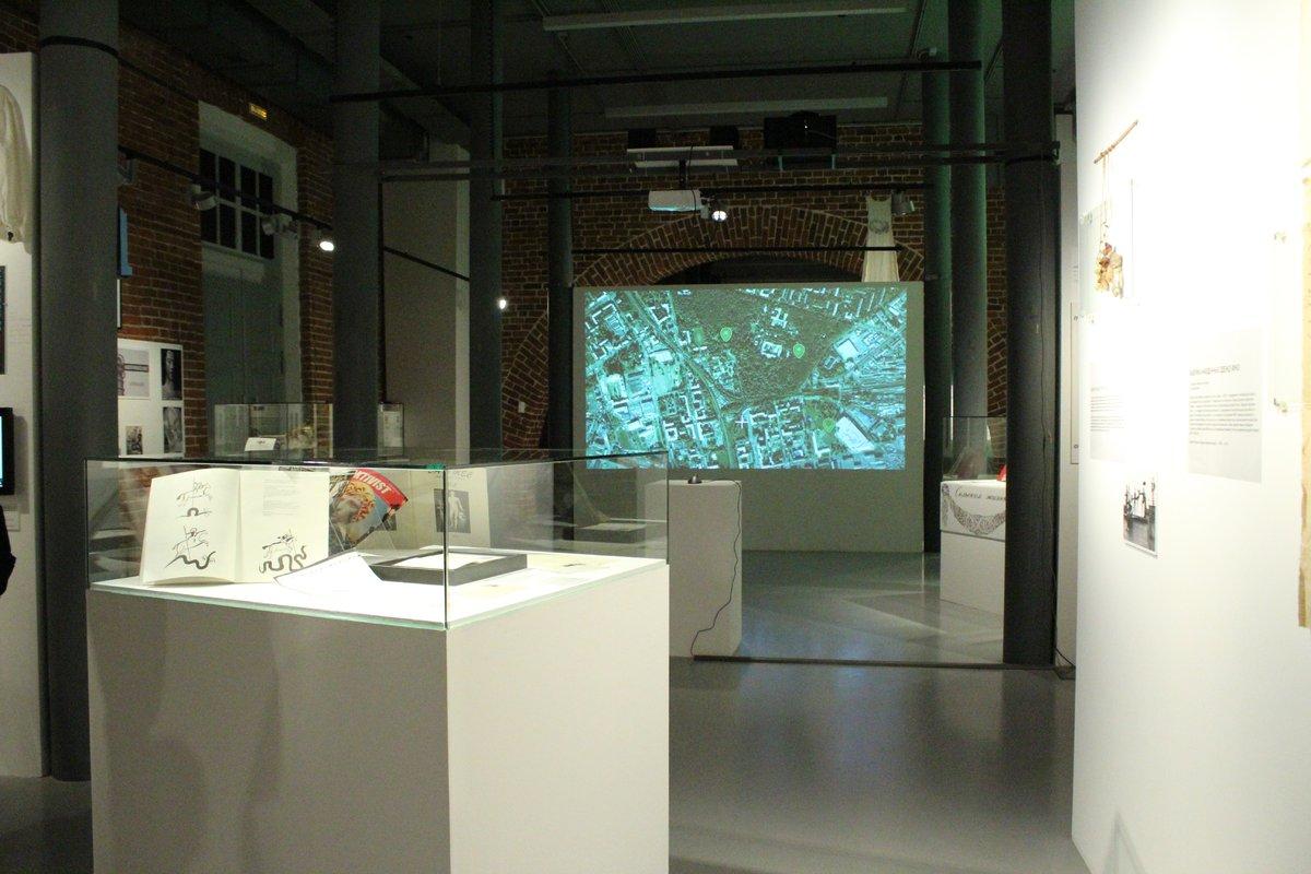 Смертельные горки и платье с мозгом: три новые выставки открылись в нижегородском «Арсенале» в честь его 22-летия - фото 5