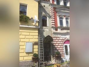 Неизвестные разрушили часть памятника архитектуры на Рождественской