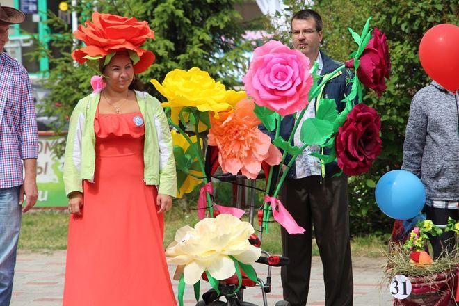 Бэтмены и принцессы стали участниками парада колясок на Бору - фото 8