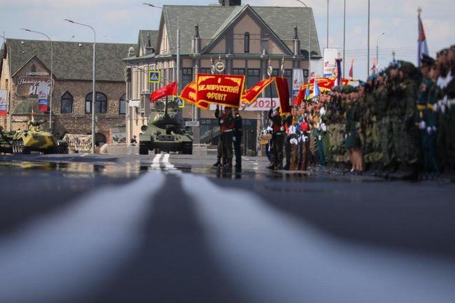 Военная техника проехала по Нижне-Волжской набережной в память о подвиге предков - фото 4