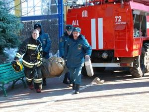 Нижегородские пожарные эвакуировали 25 человек из горящего дома в Ленинском районе