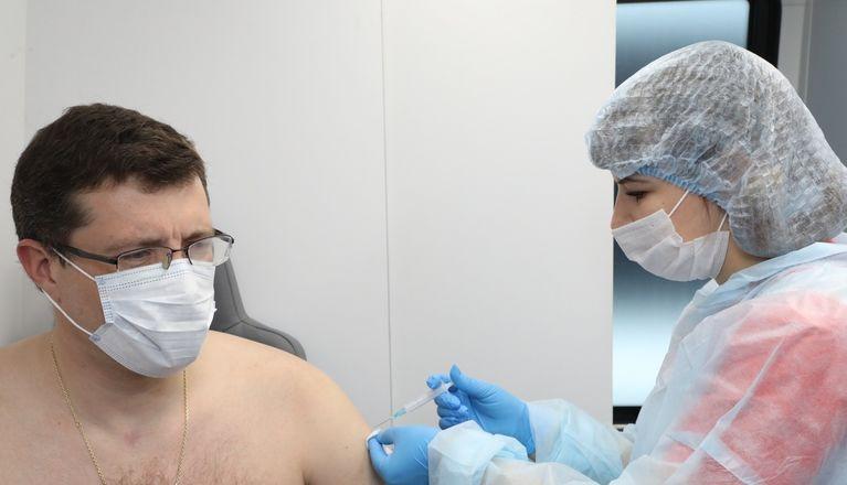 Глава Нижегородской области ревакцинировался от коронавируса - фото 1