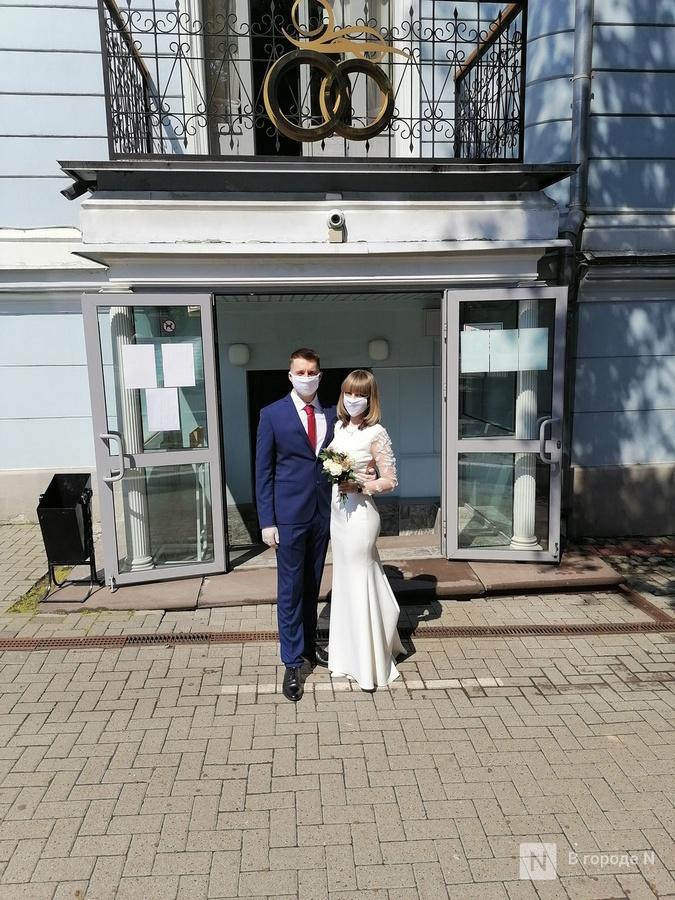 Кольцо на перчатку и никаких поцелуев: как проходят нижегородские свадьбы в пандемию - фото 3
