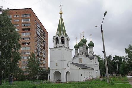 Нижегородцы устроили пьяную гулянку у церкви в центре Нижнего Новгорода