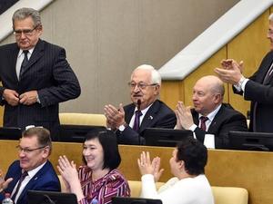 Всего шесть депутатов Госдумы готовы отказаться от пенсионных надбавок