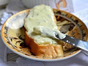 Росконтроль внес в черный список плавленый сыр трех популярных марок