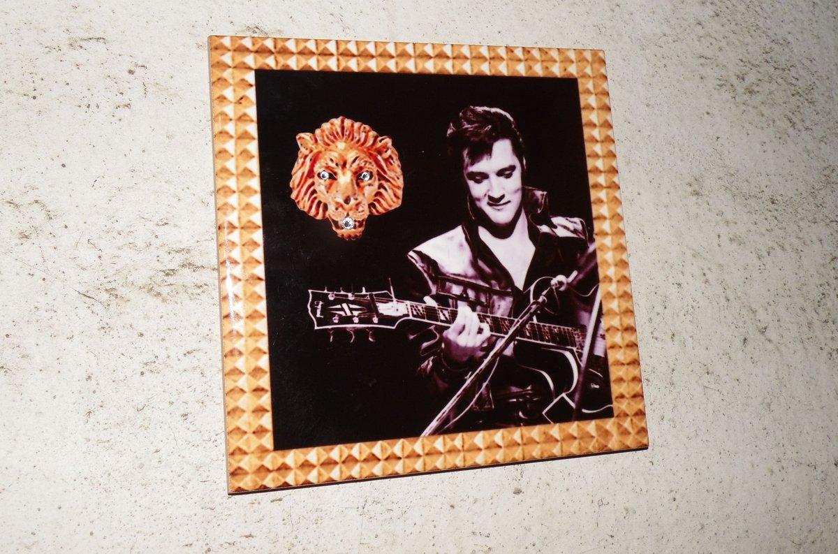 Элвис и его перстень украсили стену одного из домов на улице Горького - фото 1
