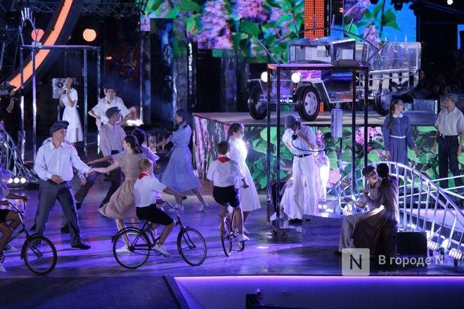 Огонь, вода и звезды эстрады: Как прошло гала-шоу 800-летия Нижнего Новгорода - фото 67