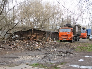 Ветхие сараи сносят в Ленинском районе