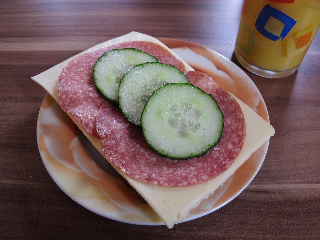 Правда ли, что упавшую на пол еду можно есть только в течение 5 секунд - фото 2