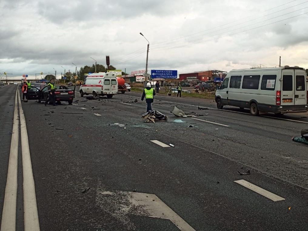 Четыре взрослых и ребенок погибли при столкновении трех машин на трассе в Кстовском районе - фото 1