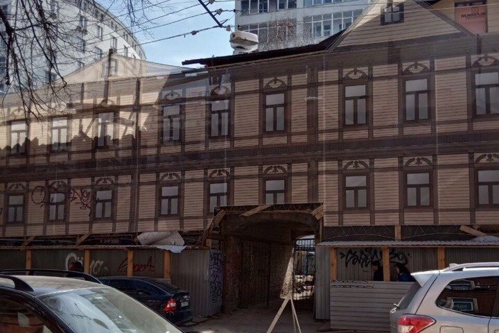 Блогер Илья Варламов сравнил с Нотр-Дамом дом Ассоновой-Красильникова в Нижнем Новгороде - фото 1