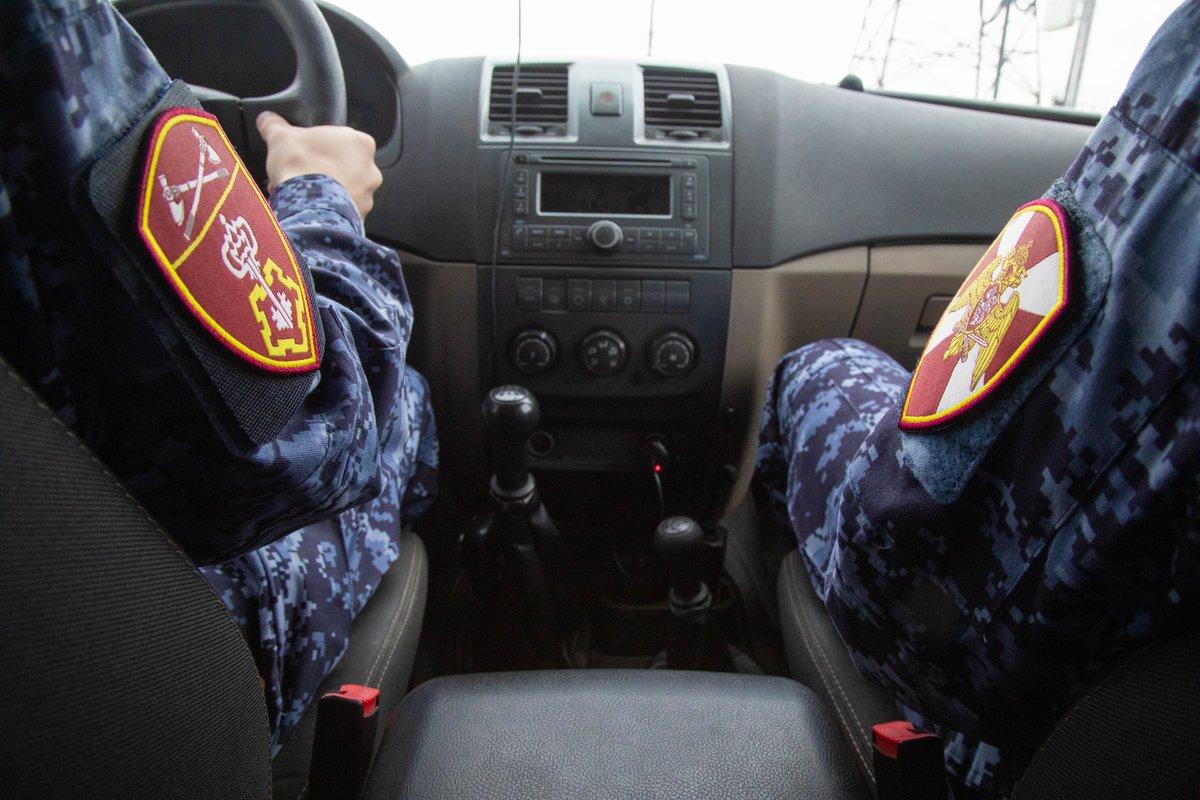 Нижегородец запрятал в потолок автомобиля 11 пакетиков с наркотиком - фото 1