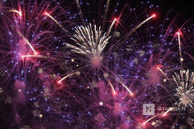 «Столица закатов» без солнца: как прошел первый день фестиваля музыки и фейерверков в Нижнем Новгороде - фото 28