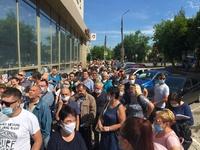 Огромная очередь выстроилась у МФЦ в Дзержинске, несмотря на высокий уровень заболеваемости коронавирусом
