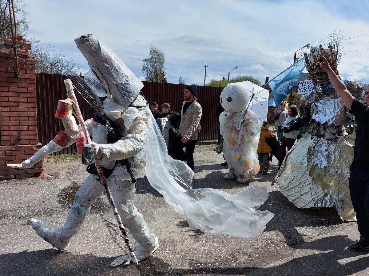 Костюмированный парад-субботник прошел в Городце - фото 1