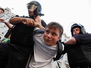 За участие детей в митингах россиян предлагают лишать родительских прав
