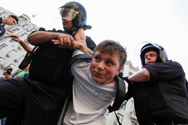 Либералы призывают расправляться с детьми полицейских и росгвардейцев