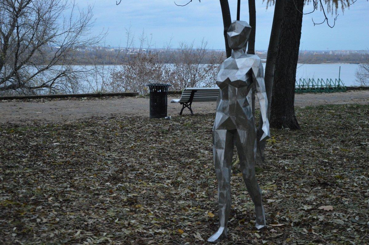 Обнаженная Ева «прошлась» по Александровскому саду - фото 1